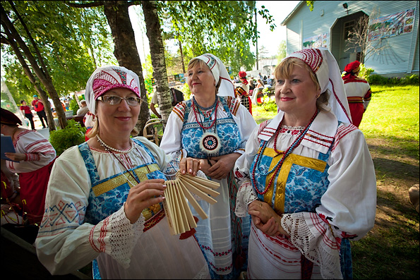 the profound vepsian influences on russian culture and language  to this day sarafan style dress remains part of the traditional veps costume as can be seen from the following images